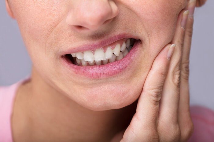 Toothache causes and treatment.